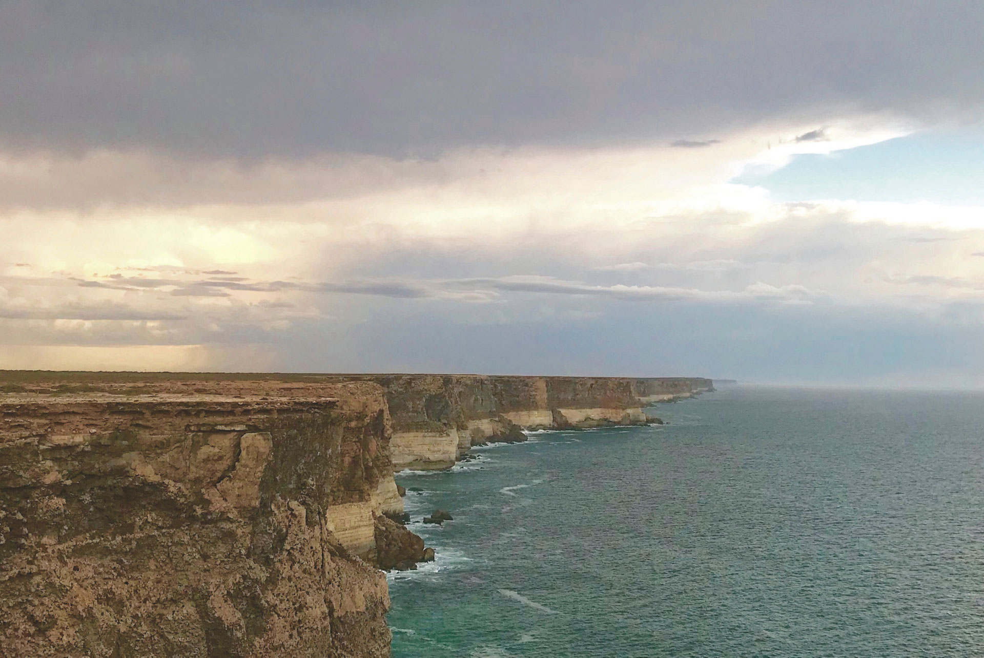 Cliffs at Head of Bight, Nullarbor Ebene, Himmel, Sonnenlicht, Meer