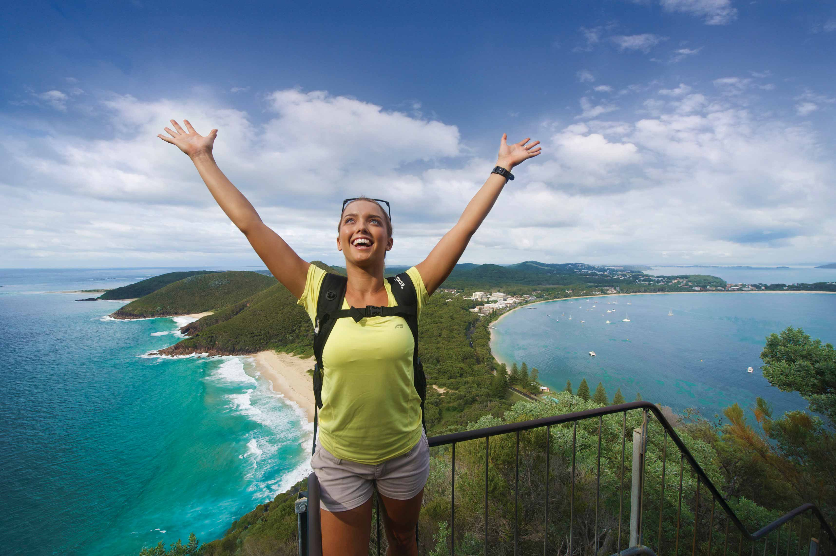 Frau am Mount Tomaree, Port Stephens, New South Wales